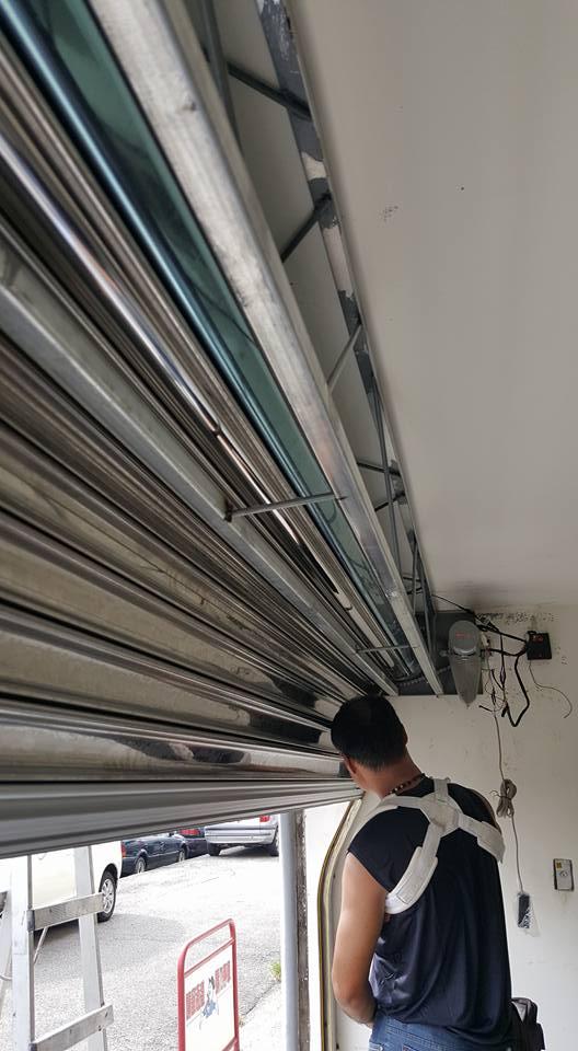 台中鐵捲門