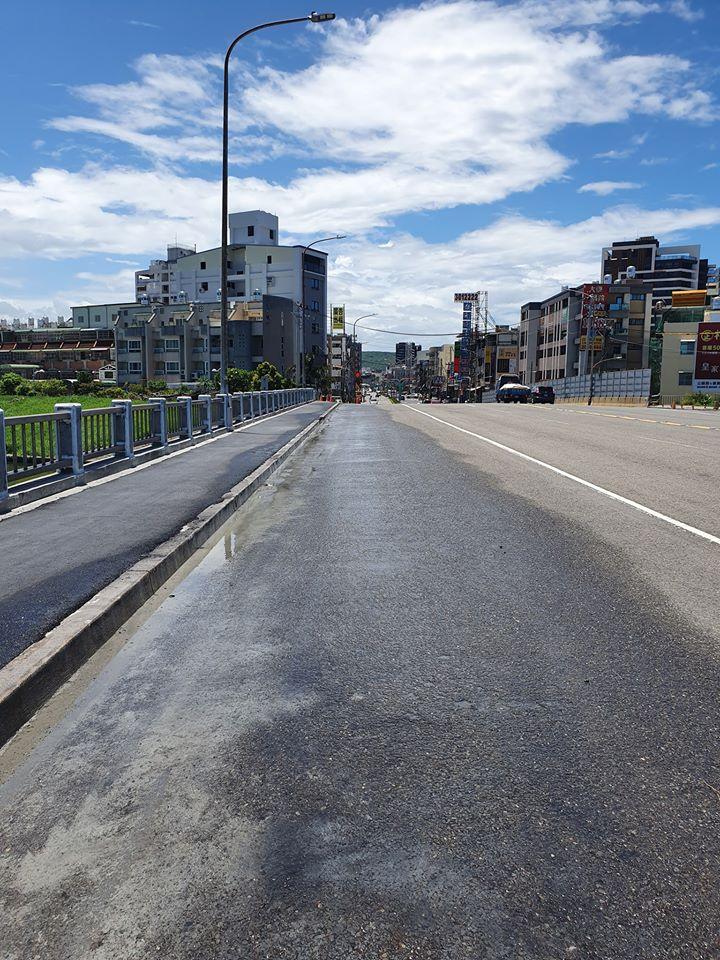 灑水車-人行道施工