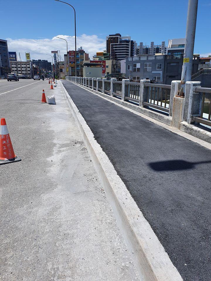 灑水車-人行道施工 路面沖洗完工