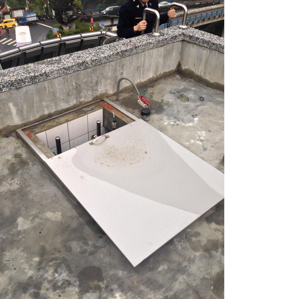 橫拉式水箱蓋