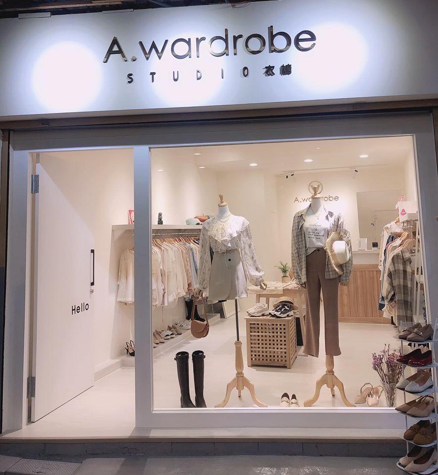 A. wardrobe 衣櫥