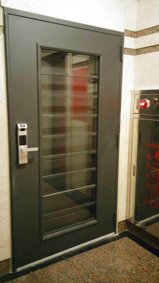 兼具安全、方便、隔音、美觀的七加二雙玄關門 加 指紋密碼鎖57000元含安裝、拆舊門、清運舊門、泥作
