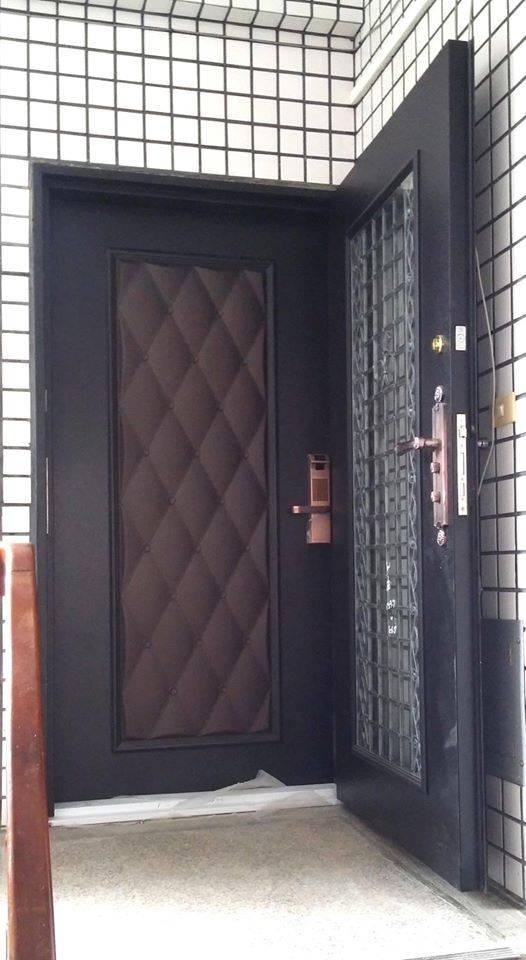 兼具安全、方便、隔音、美觀的八面玲瓏鑄鋁雙玄關門(配備雙面8MM透明強化複層玻璃) 加 指紋密碼鎖6