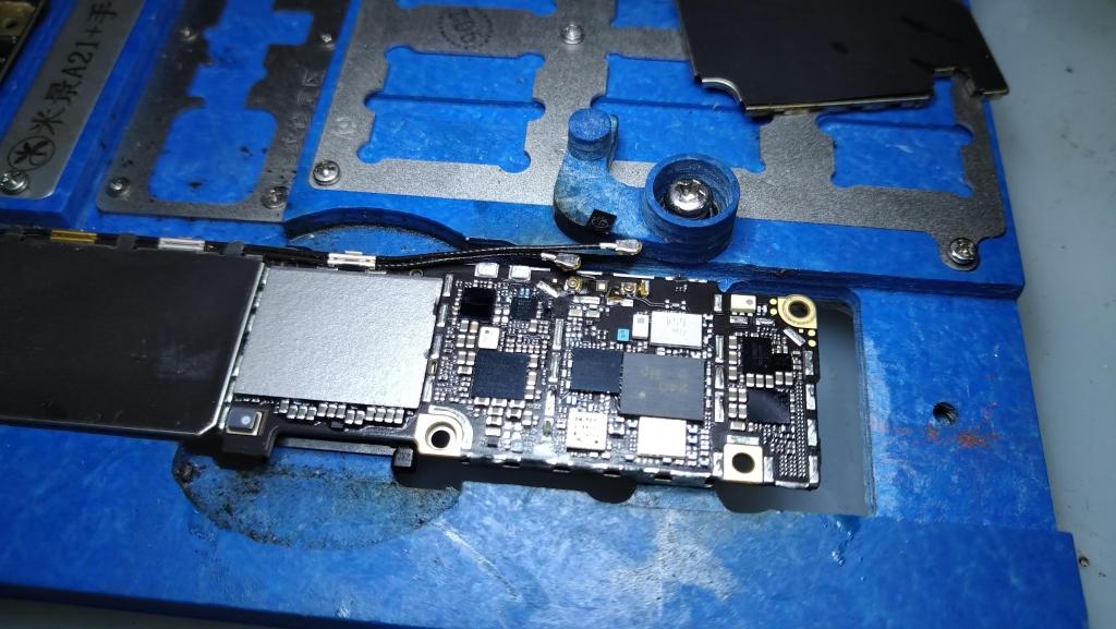 蘋果主機板不充電,送來檢測拆開才發現是u2發燙,更換一顆就解決了