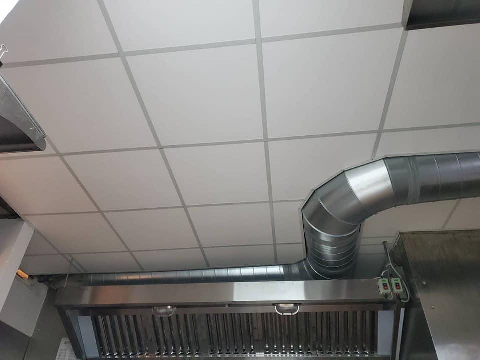 餐廳廚房排煙管 輕鋼架修飾